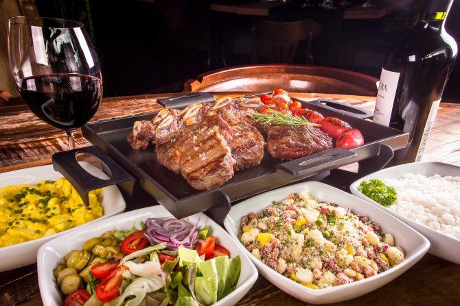 Restaurantes com promoções e menu especial para levar o pai neste domingo