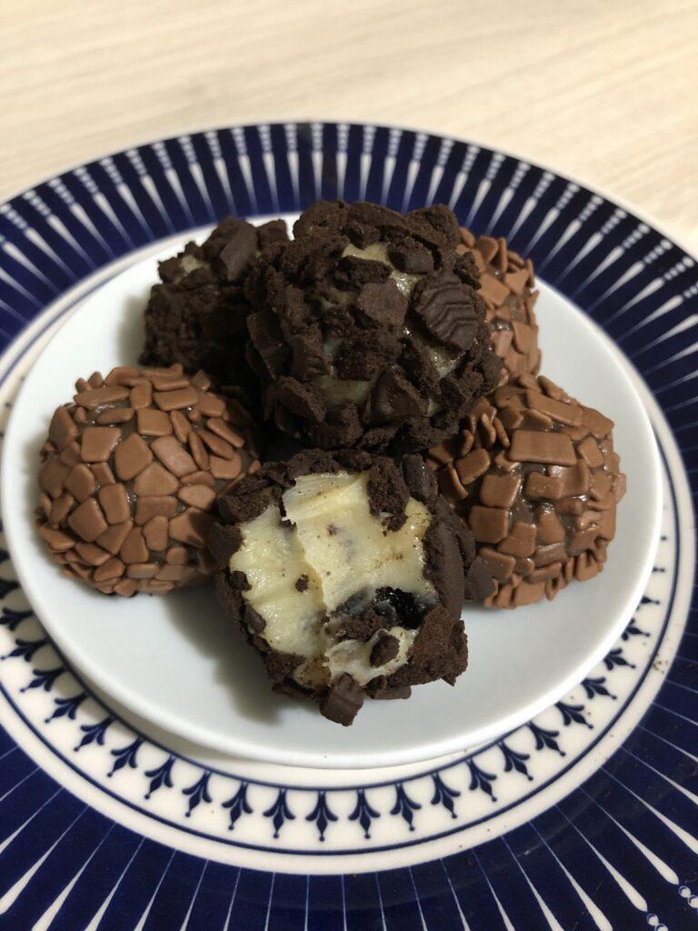 Receita: aprenda a fazer brigadeiro ao leite e de cookies com a Brigaderia Visconde