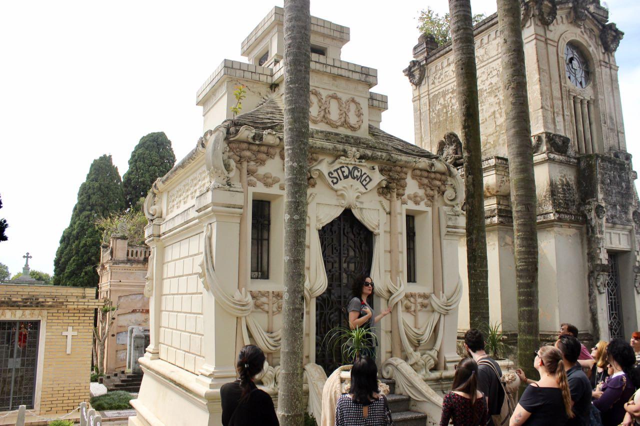 Visita guiada ao cemitério municipal de Curitiba tem data marcada