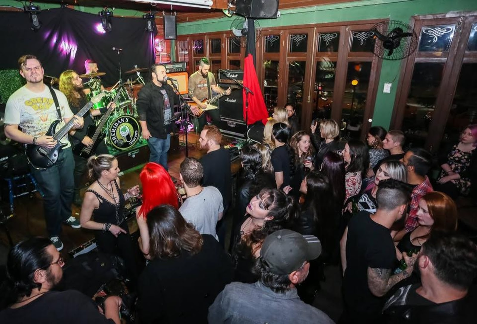 Baladas e bares de Curitiba deixam de cobrar couvert artístico
