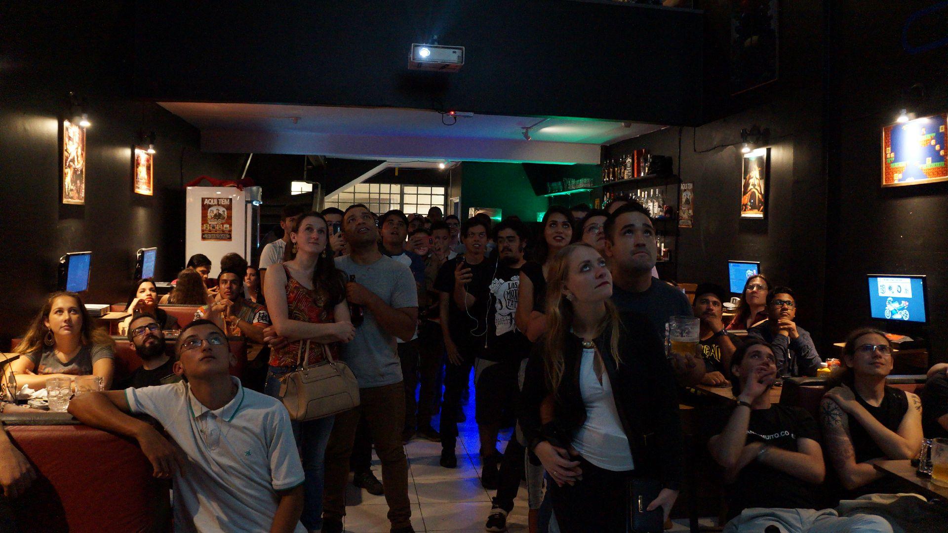 Transmissão de Dragon Ball Super lota bar em Curitiba; nova sessão neste domingo