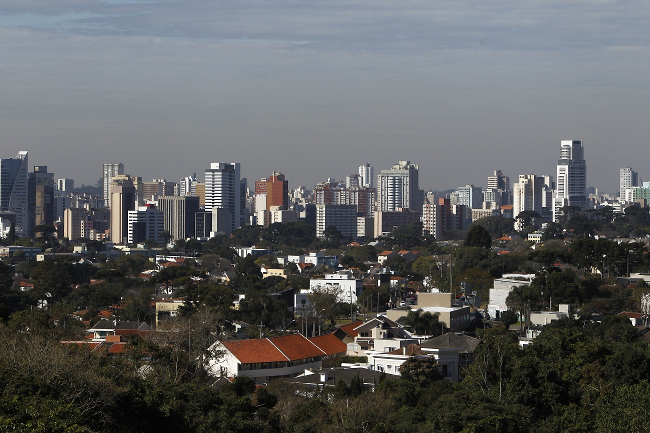 Restaurantes e parques para você ver Curitiba do alto