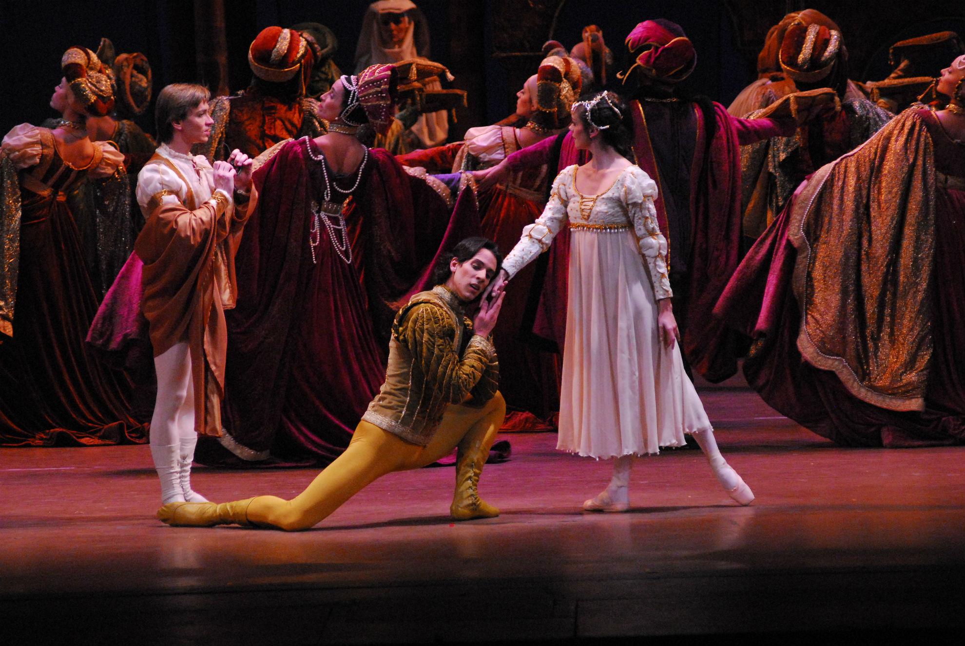 Ballet de Santiago traz Romeu e Julieta para apresentação única em Curitiba