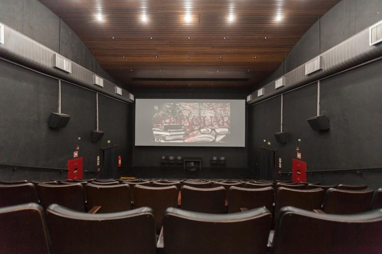 Você já foi à Cinemateca de Curitiba? Espaço tem programação gratuita de cinema