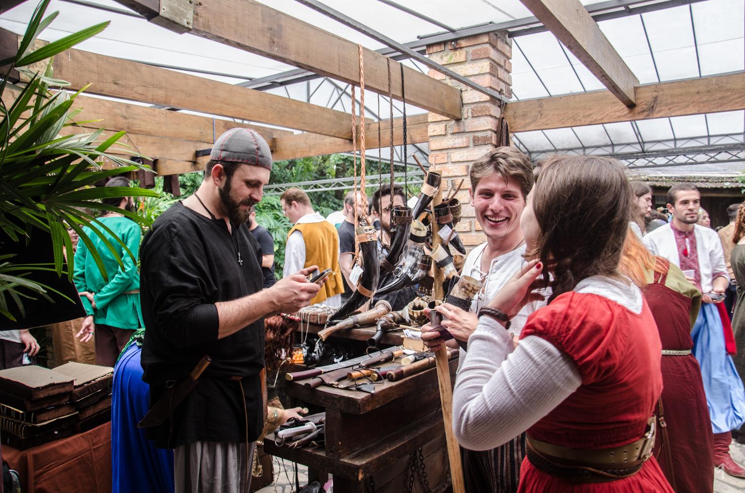 Curitiba terá Oktoberfest medieval com direito a batalha de espadas