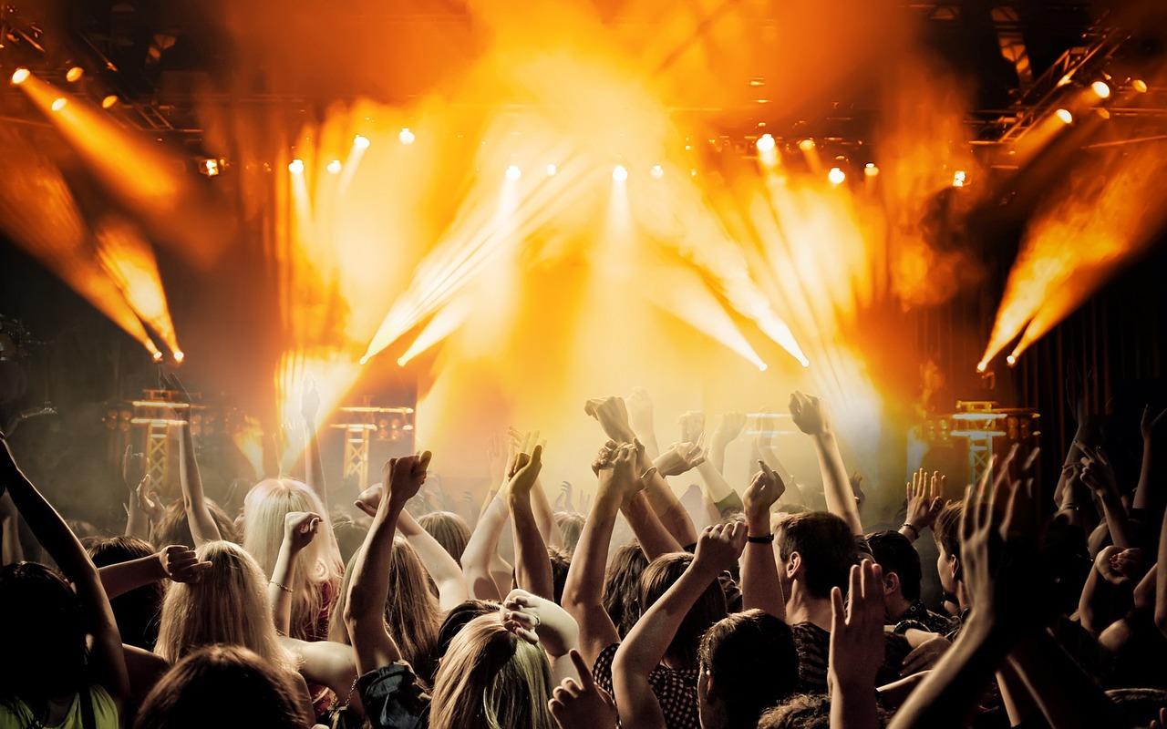 Nova balada de Curitiba tem DJ de Britney Spears e cinco drinks exclusivos