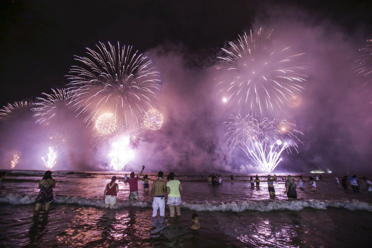 Litoral de Santa Catarina tem festas de Ano Novo com open food e open bar