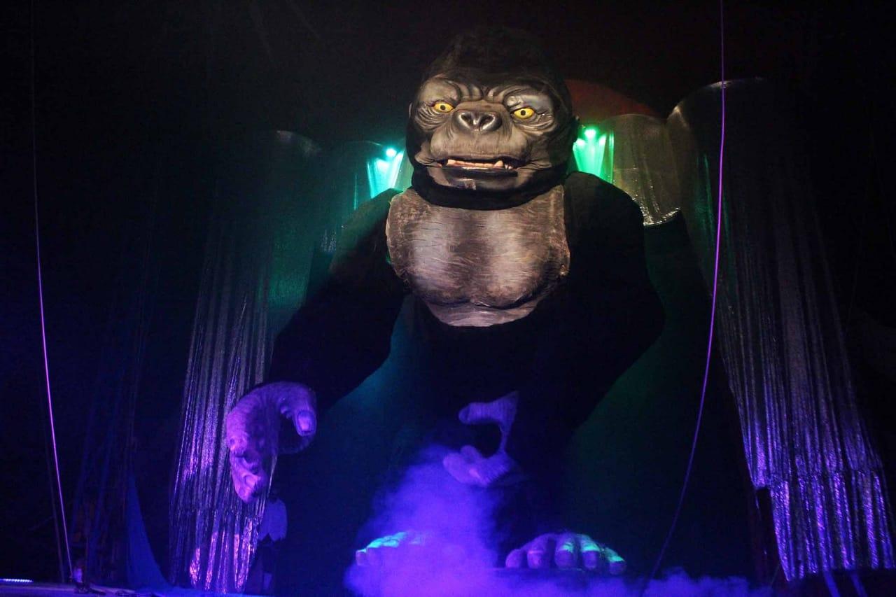 Circo tem gorila de 9 metros e globo da morte com vão livre