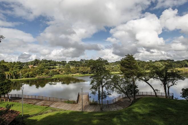 """Parque Lago Azul já foi """"praia"""" dos curitibanos e hoje é programa para as famílias"""