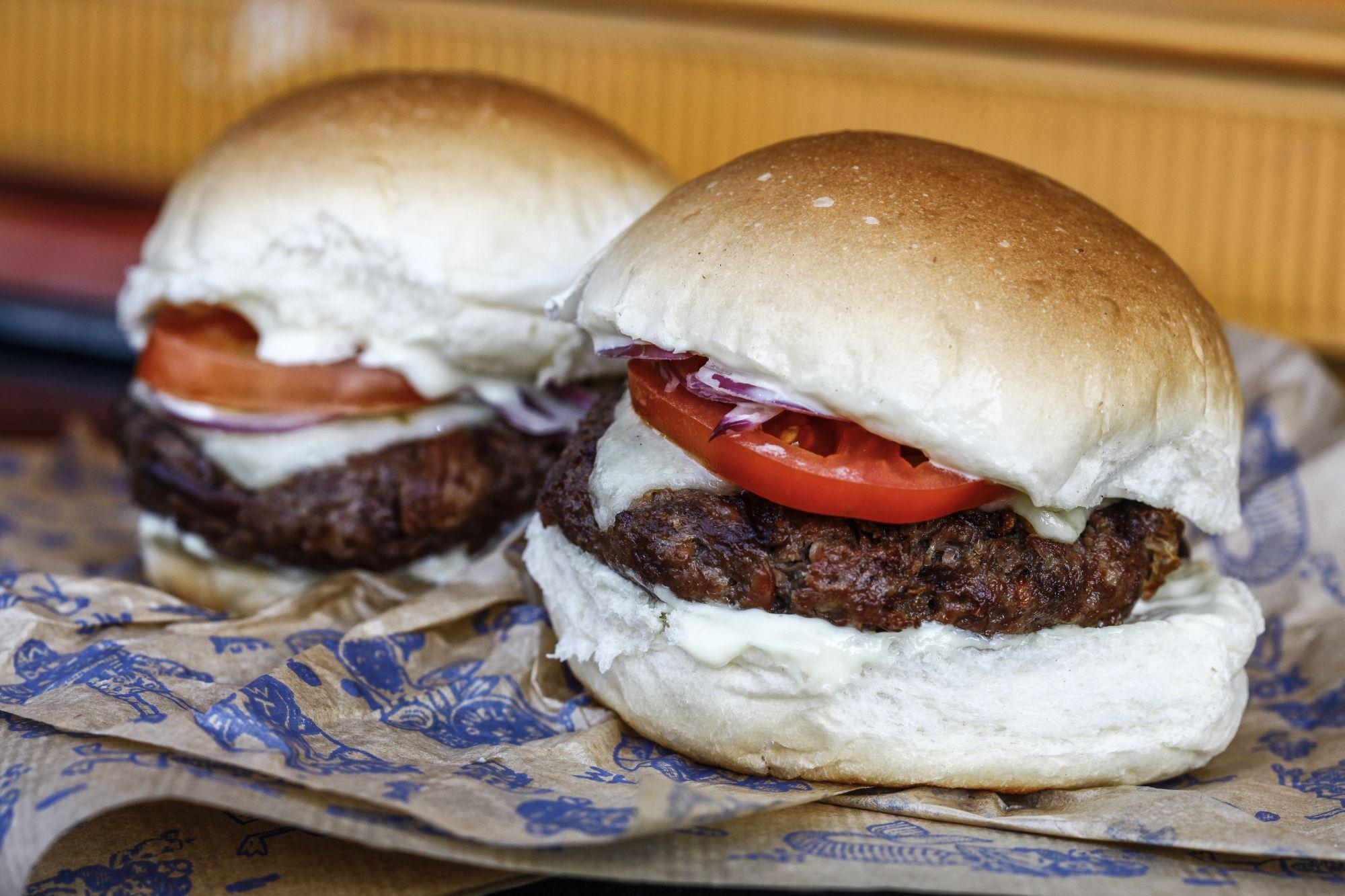 Famosa hamburgueria abre nova unidade com sanduíche a R$ 1 e sorteio de viagem a NY