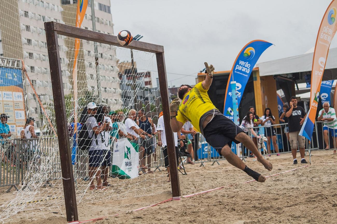 Praia de Caiobá tem jogo com estrelas do futebol paranaense; veja como eles estão