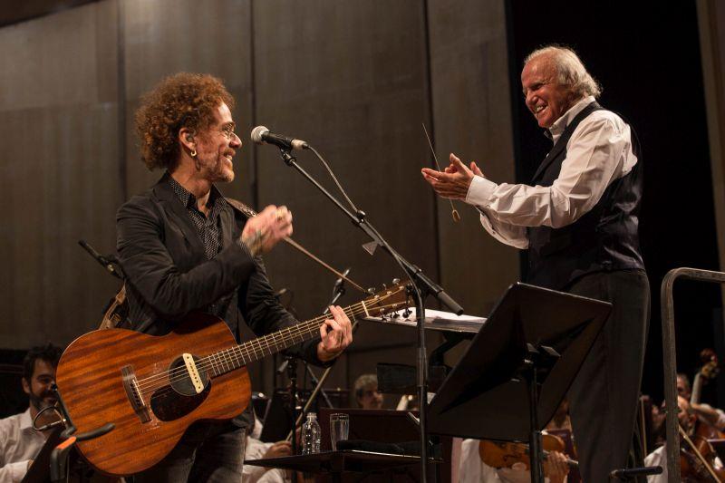 Nando Reis se apresenta ao lado da Orquestra Petrobras Sinfônica nesta noite em Curitiba