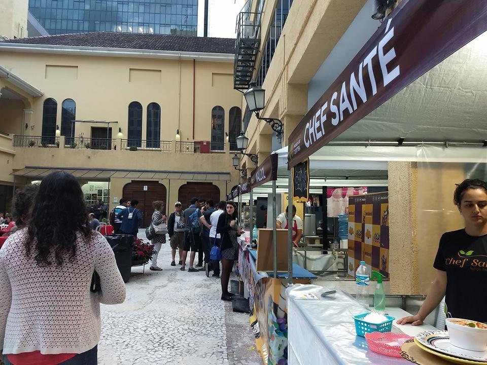 Feira gastronômica une jazz e pratos deliciosos no centro de Curitiba