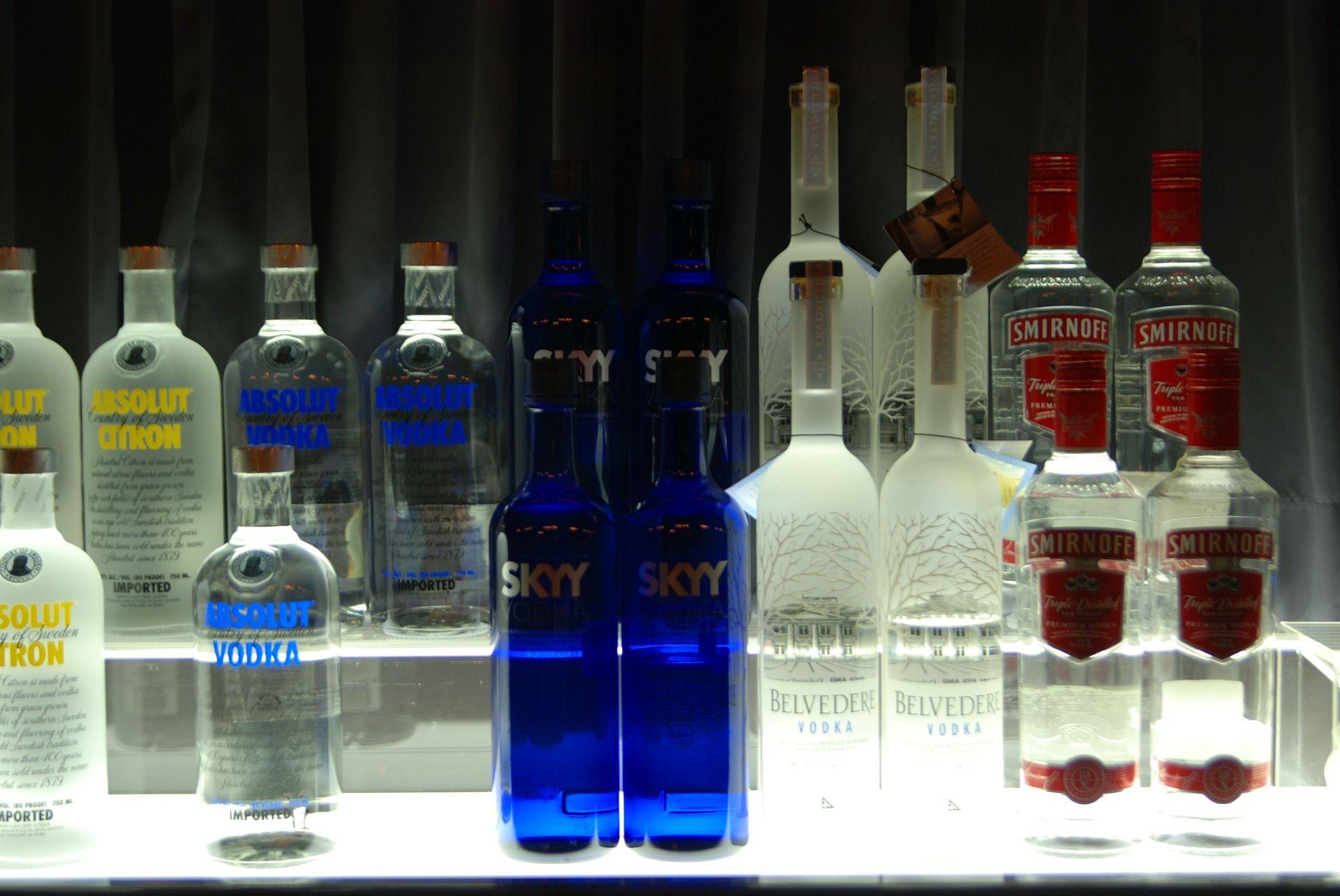 Baladas em Curitiba cobram apenas open bar e têm até 27 bebidas liberadas