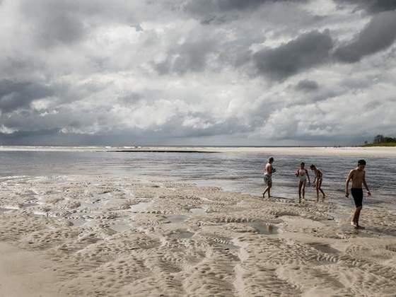 As praias mais calmas do litoral do Paraná para levar as crianças