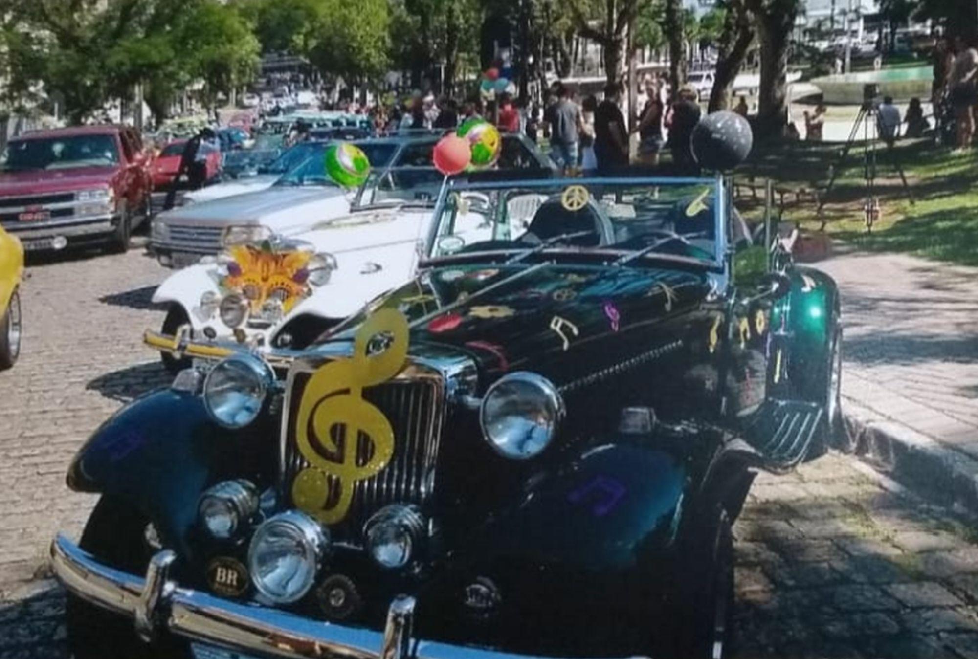 Pré-carnaval vai ter desfile de carros antigos pelo centro de Curitiba
