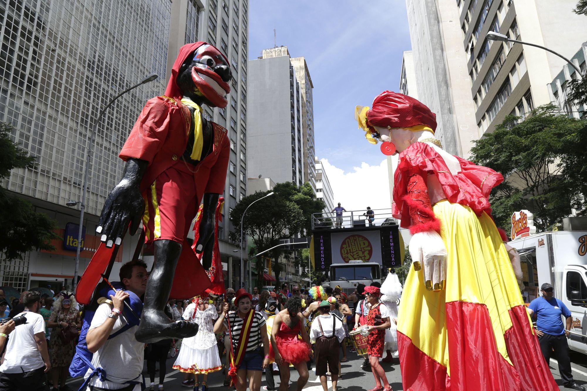 Último fim de semana de pré-carnaval tem festa na rua, no bar e na balada