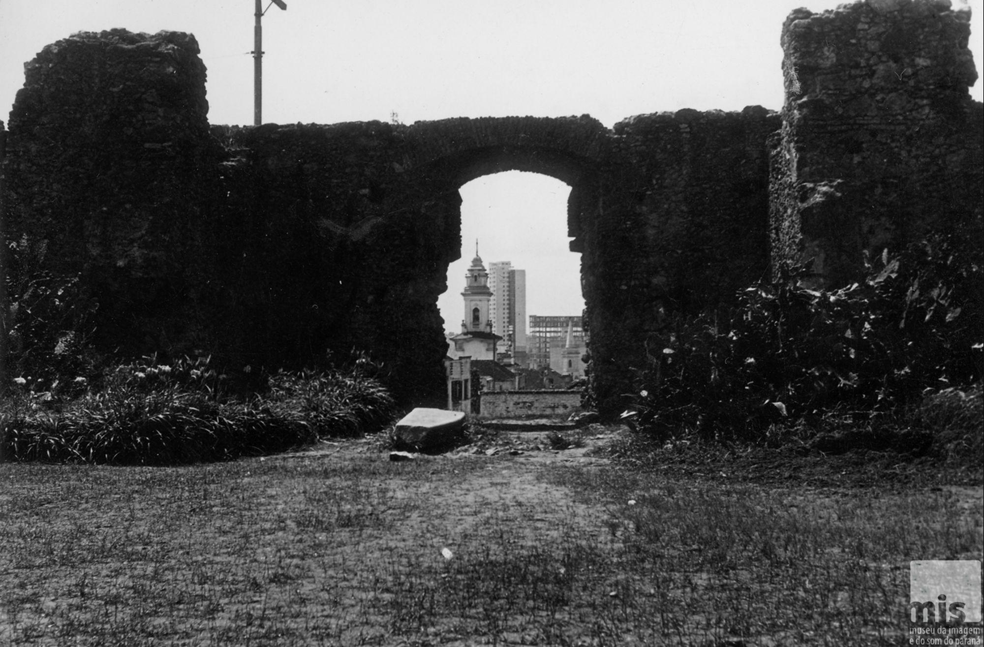 Conheça a Curitiba de 70 anos atrás em visita guiada pelo centro