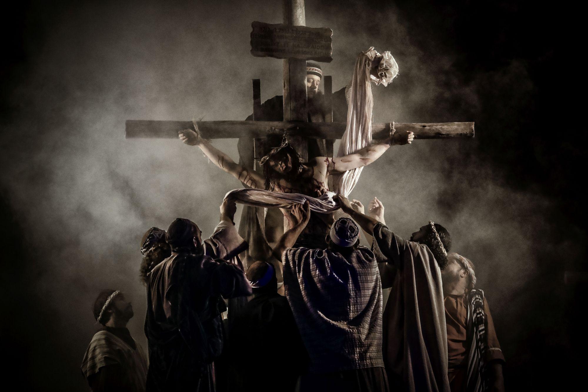Grupo Lanteri encena a Paixão de Cristo na região de Curitiba