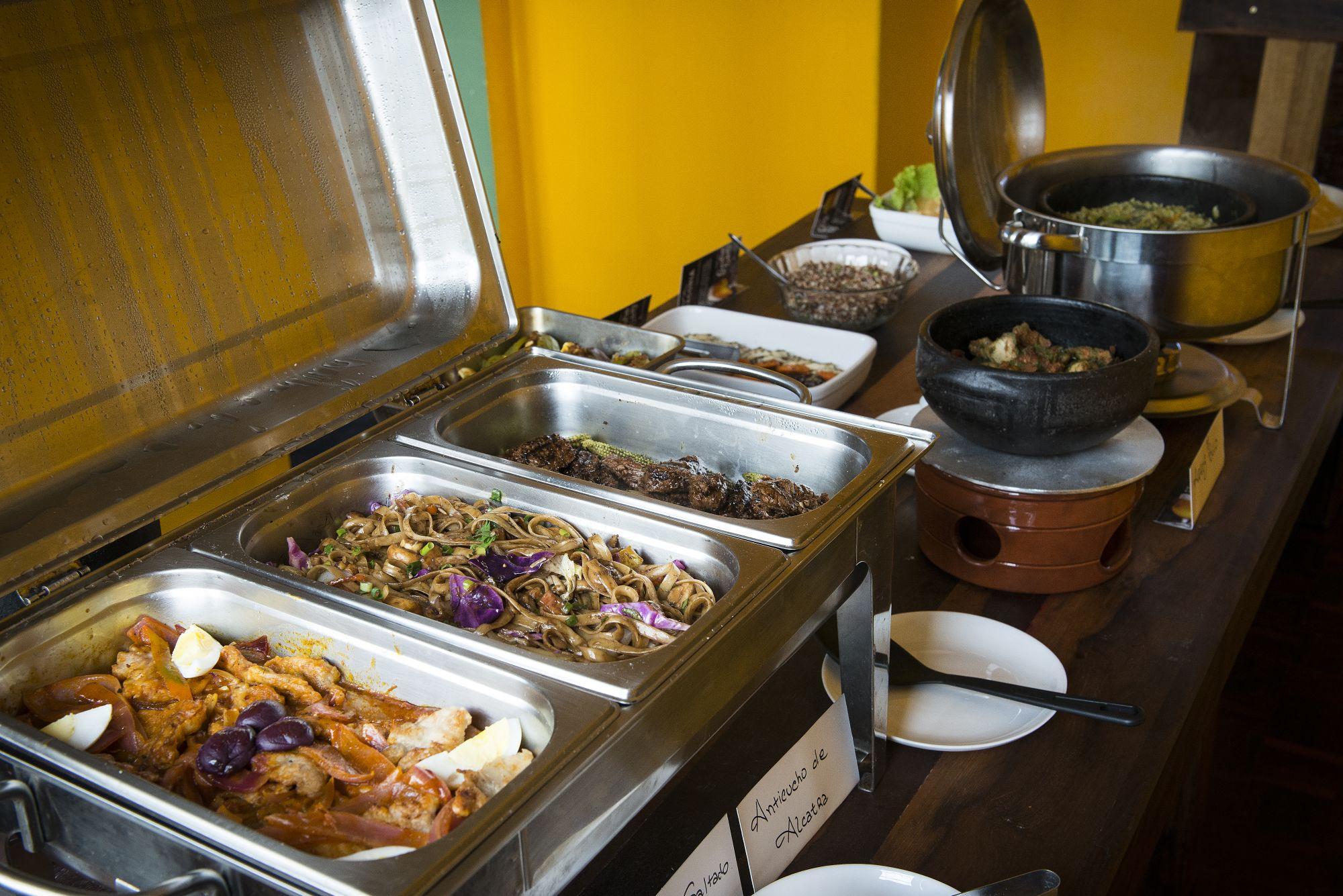 Restaurante peruano passa a servir pratos típicos em buffet por quilo