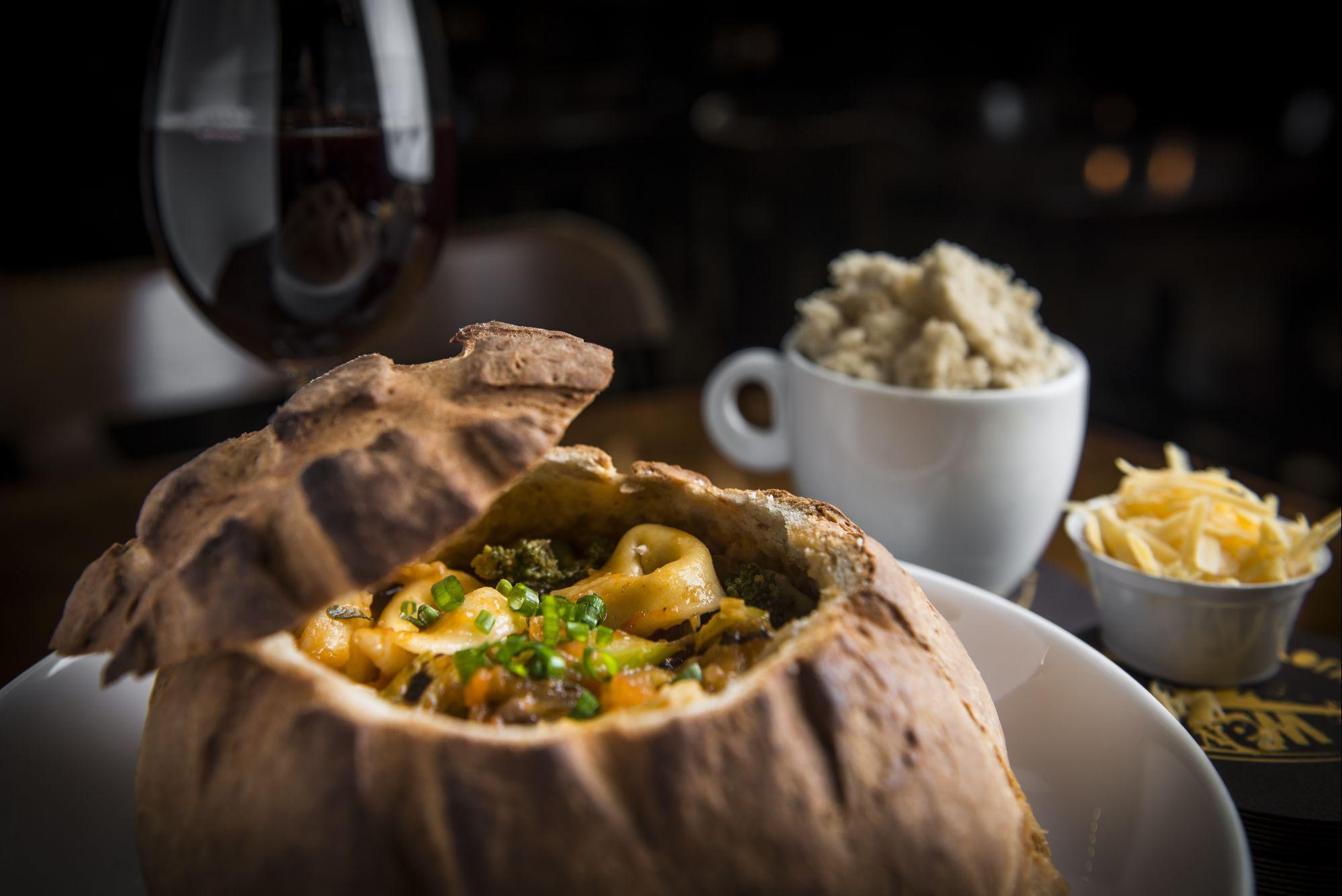 Vila gastronômica totalmente coberta é opção para o frio curitibano