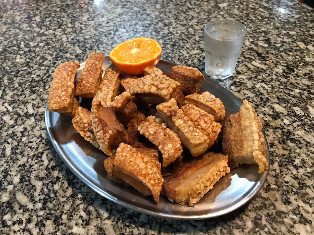 Bares em Curitiba para comer gordas porções de torresmos