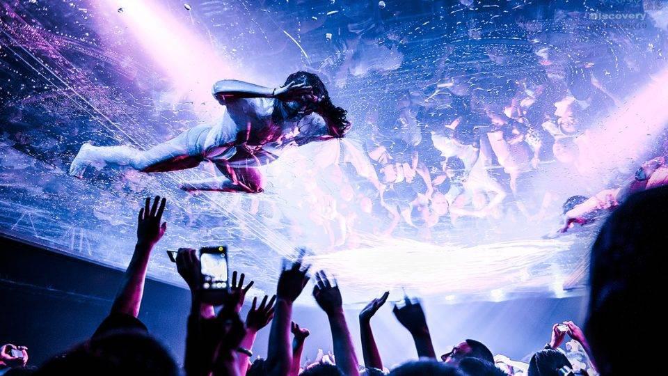 Curitiba recebe espetáculo em 360° com música, efeitos visuais e acrobacias