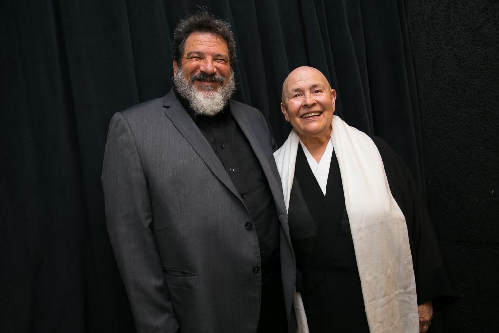 Monja Coen e Mário Sergio Cortella falam sobre vícios e virtudes em Curitiba