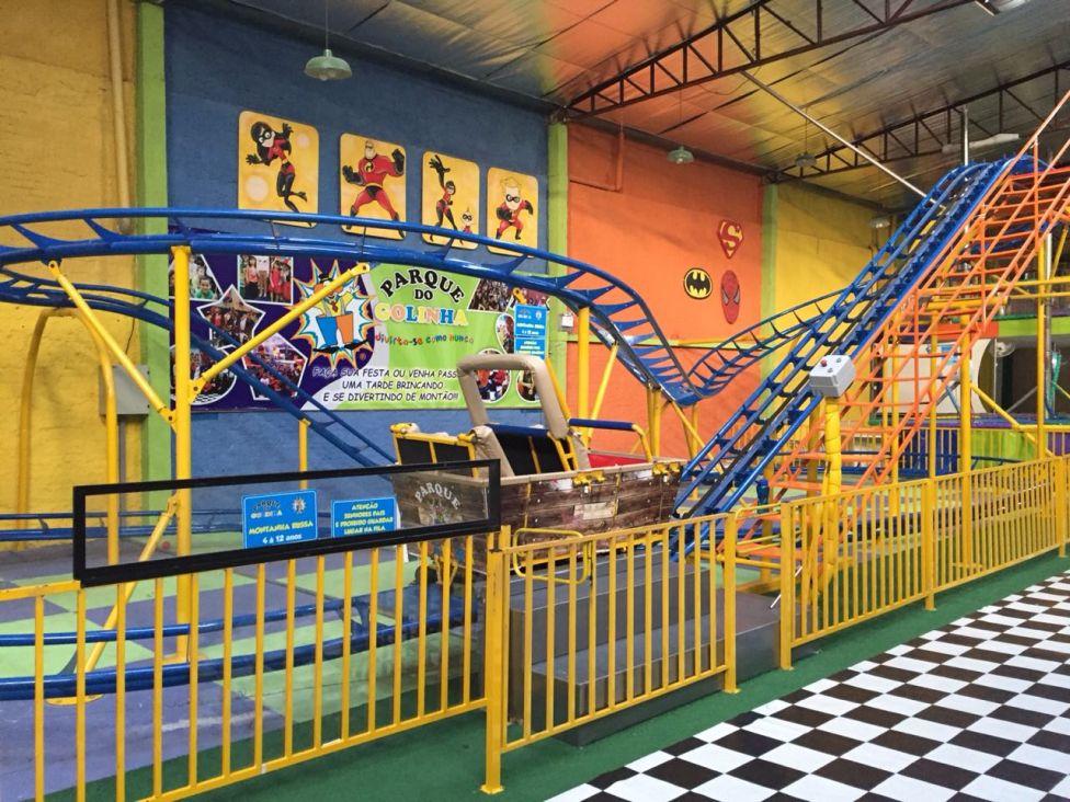 Parque para crianças conta com montanha-russa interna em Curitiba