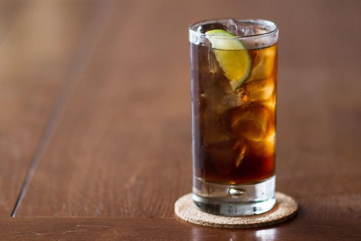 Lugares para experimentar bebidas com rum em Curitiba