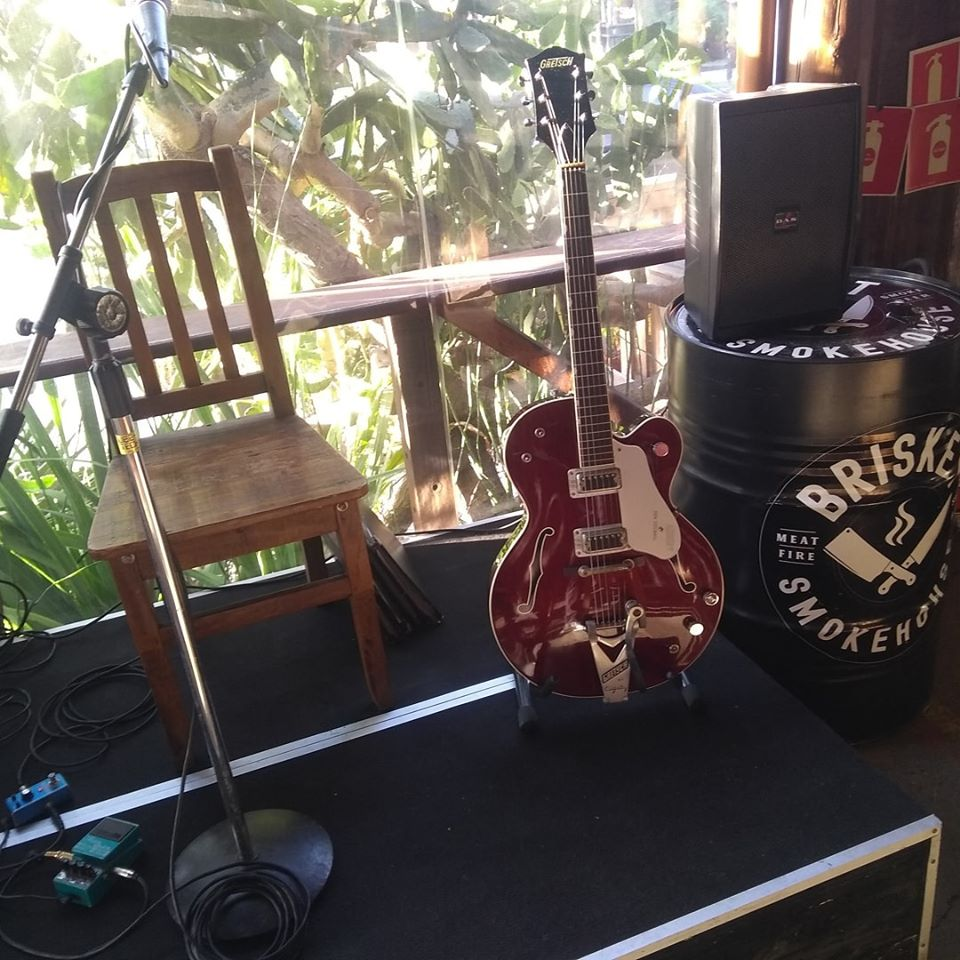 Brisket tem Carnaval com rock e sertanejo