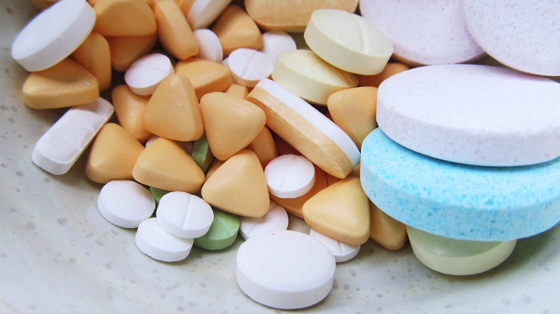 Fique em casa: farmácias que oferecem delivery de medicamentos
