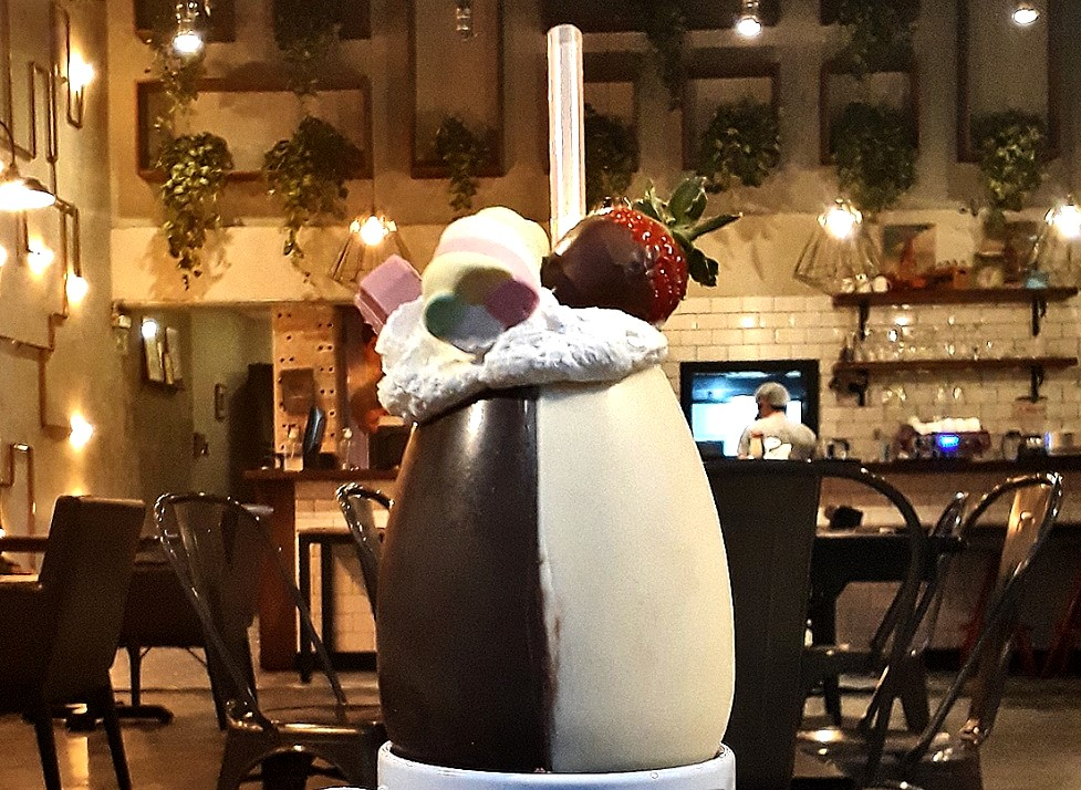 Chelsea lança voucher de desconto para a compra de milkshake servido dentro de ovo