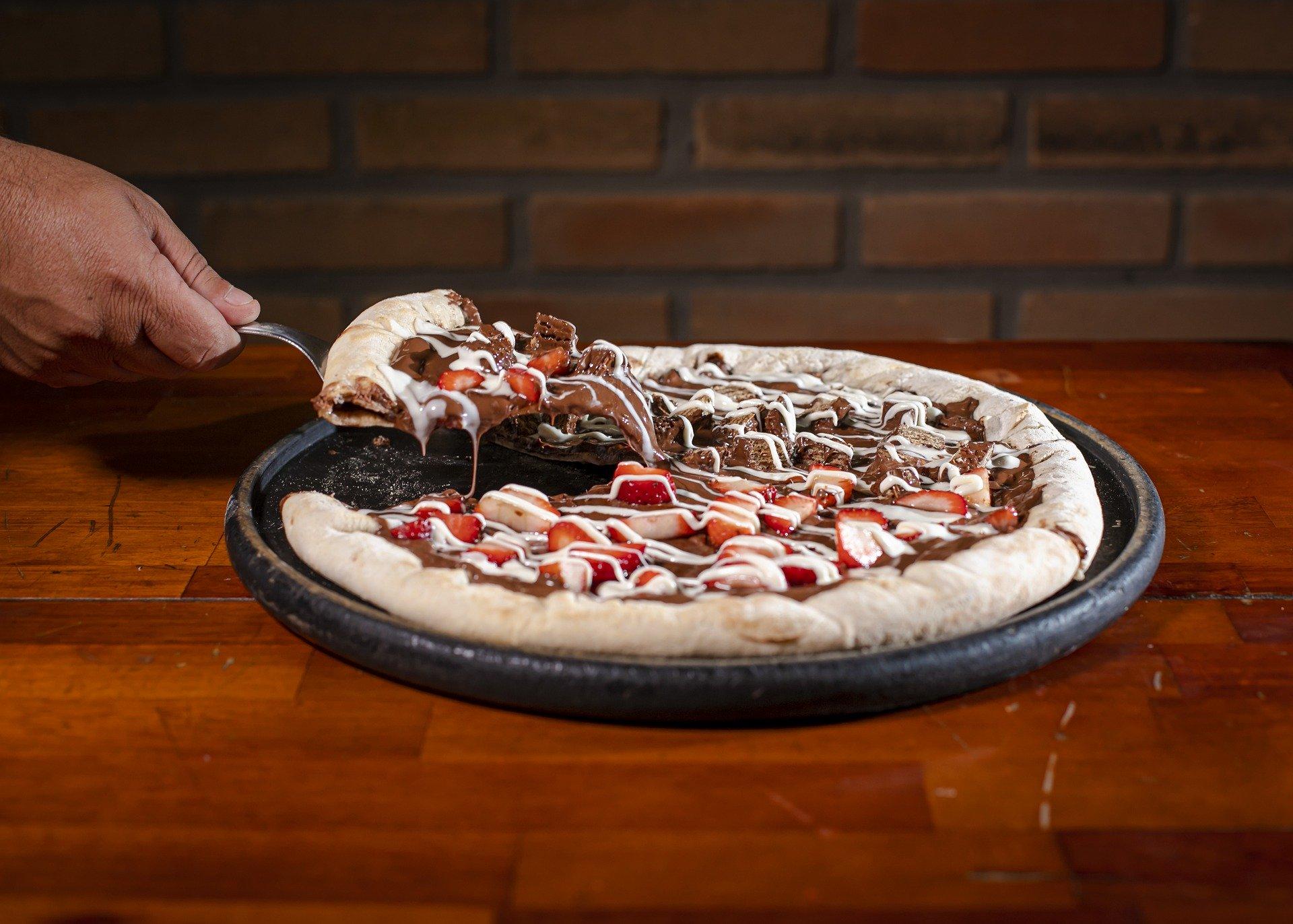 Pizzas (bem) doces para pedir em casa