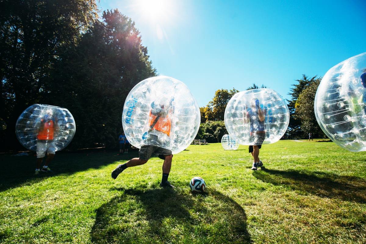 Curitiba recebe tarde de futebolha (sim, futebol dentro de uma bolha!)