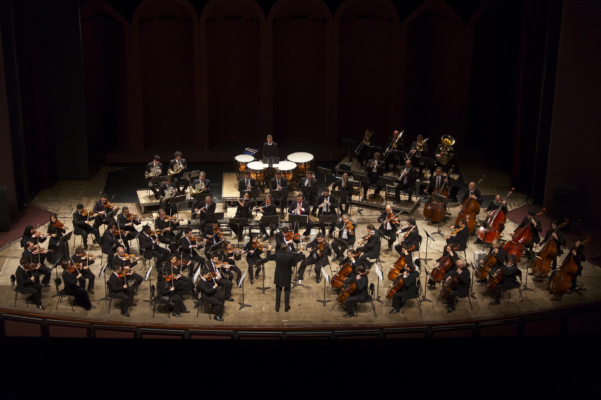 Ópera infantil João e Maria tem orquestra ao vivo e legenda para as canções