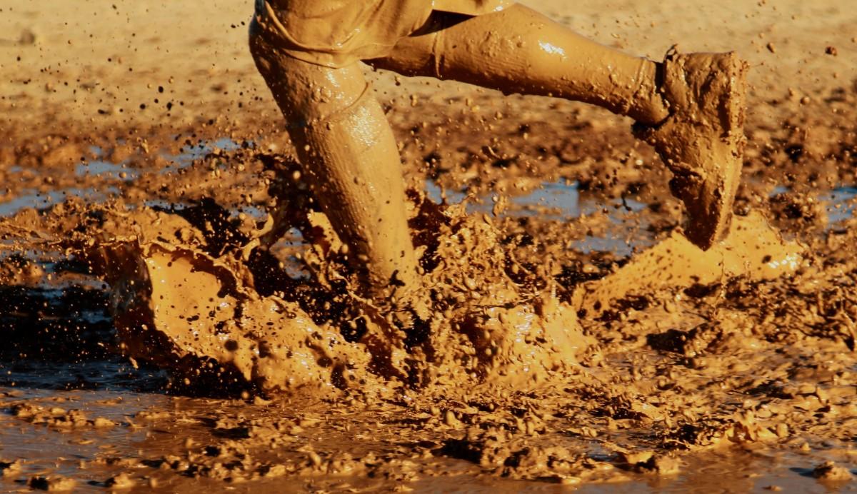 Corrida infantil Desafio Ninja terá escorregador na lama e banho no caminhão-pipa