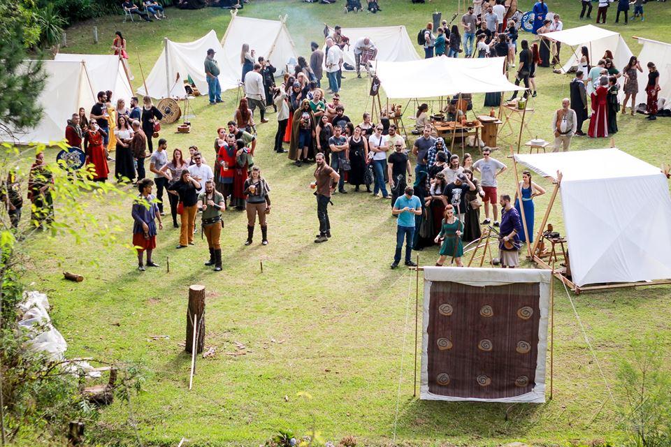 De batalha de espadas a levantamento de chope: Oktoberfests para ir em Curitiba