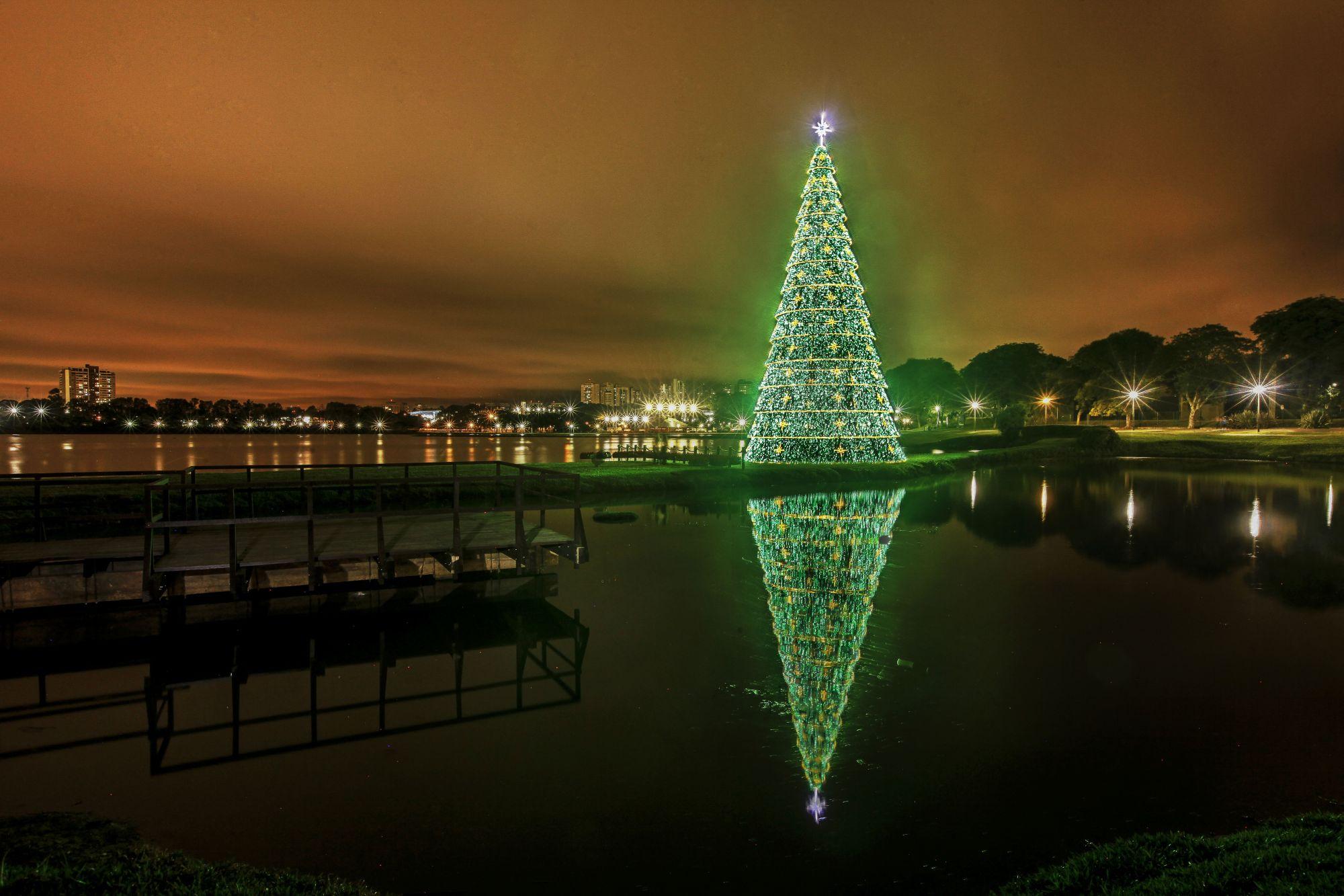 Árvores de Natal em praças e parques para tirar as melhores fotos em Curitiba
