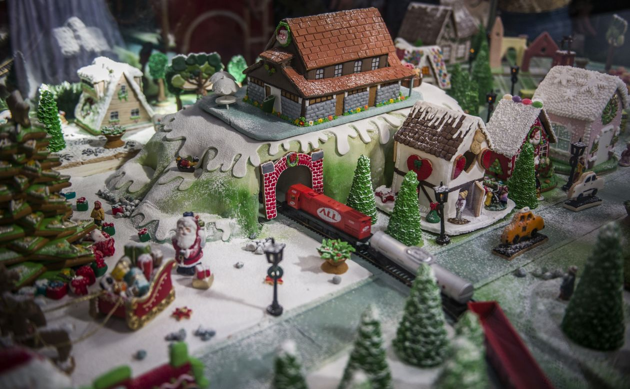 Bosque Alemão ganha Vila de Natal feita de biscoitos decorados