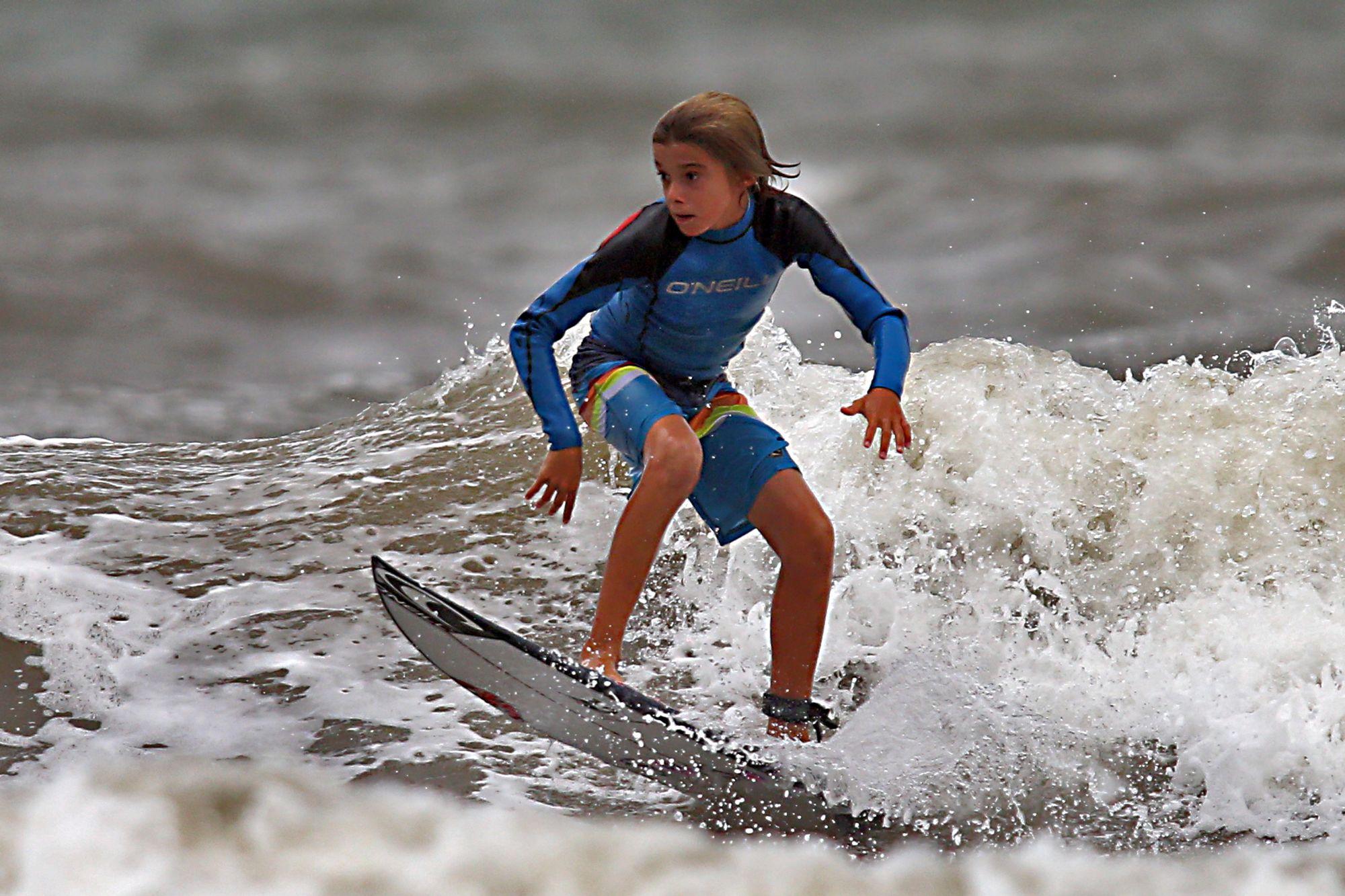 As melhores praias para surfar no litoral do Paraná