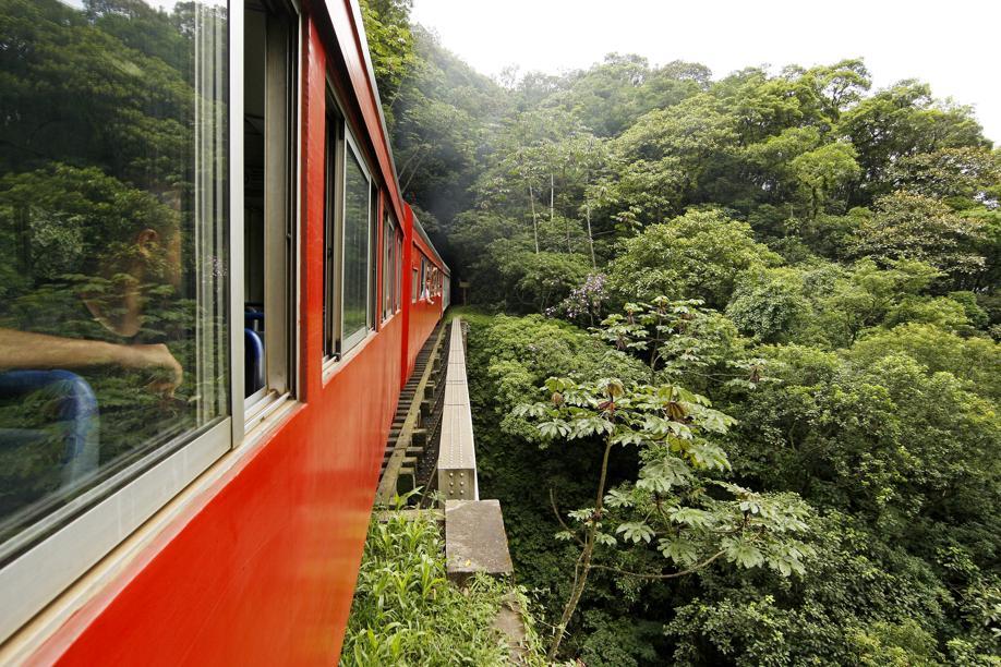 Trem da Serra do Mar paranaense terá vagão de luxo com varanda panorâmica