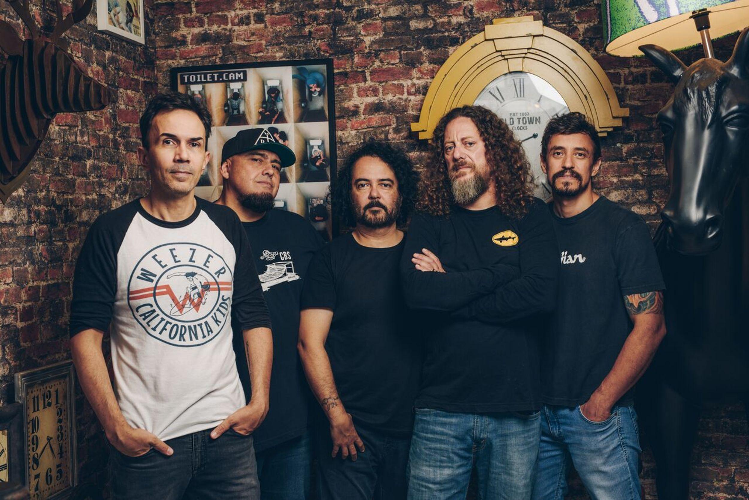 Com baterista original, Raimundos faz show dos 25 anos de seu álbum de estreia