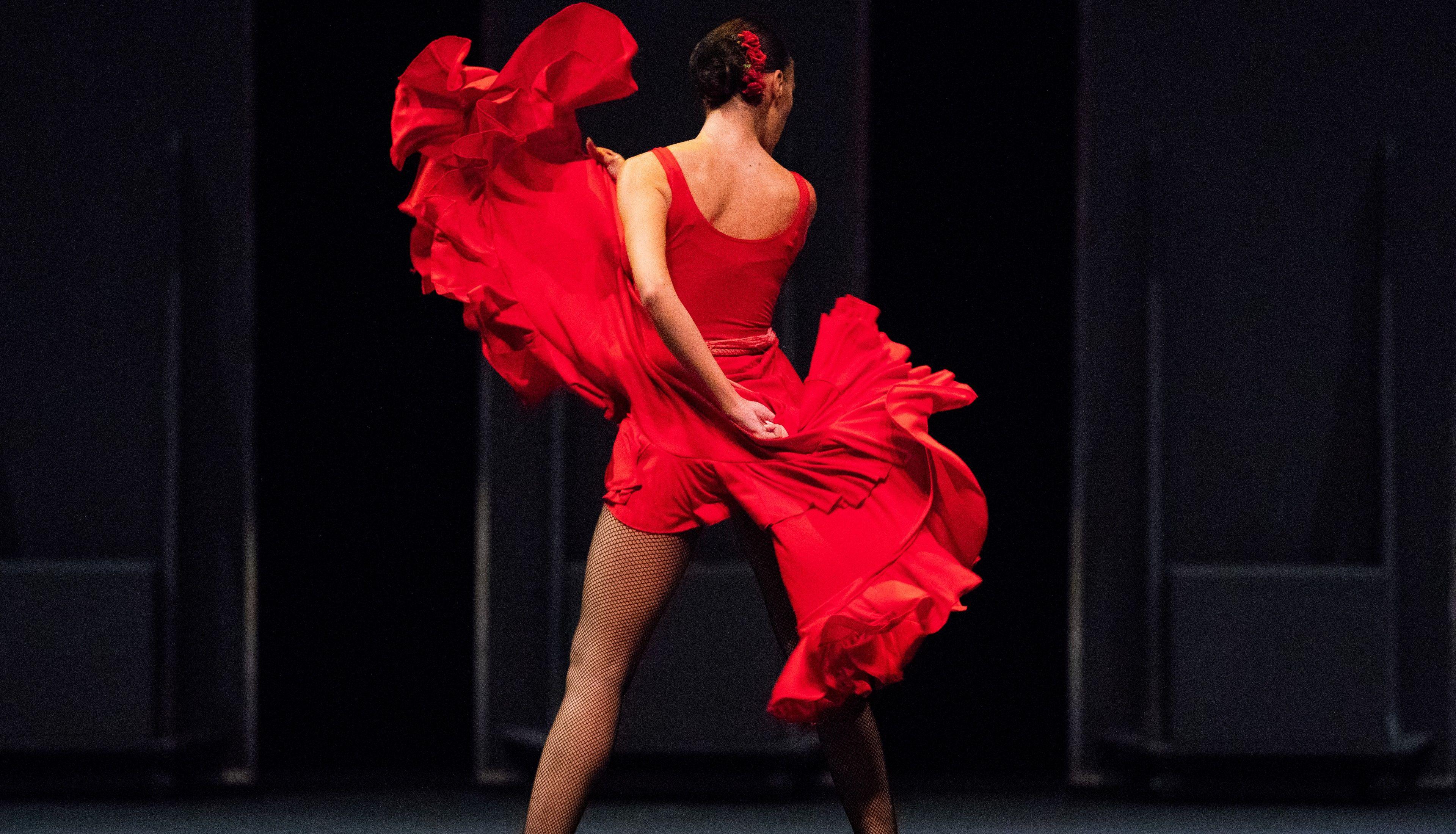 Maior ballet flamenco do mundo se apresenta em duas noites em Curitiba