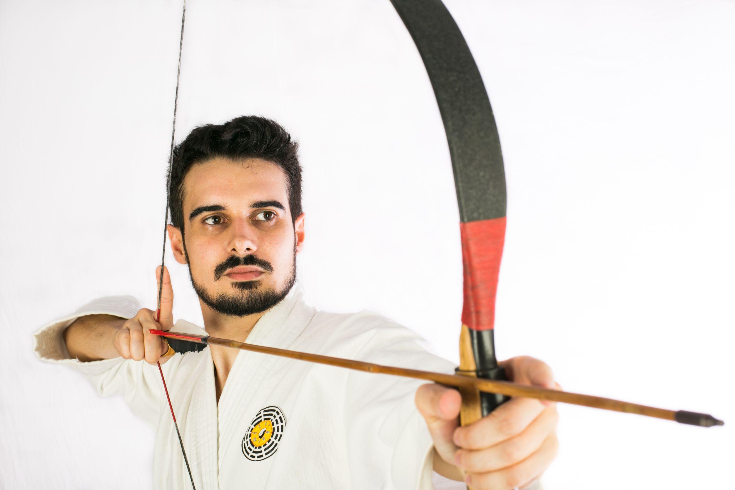 No fim de semana você pode atirar com arco e flecha de graça em Curitiba