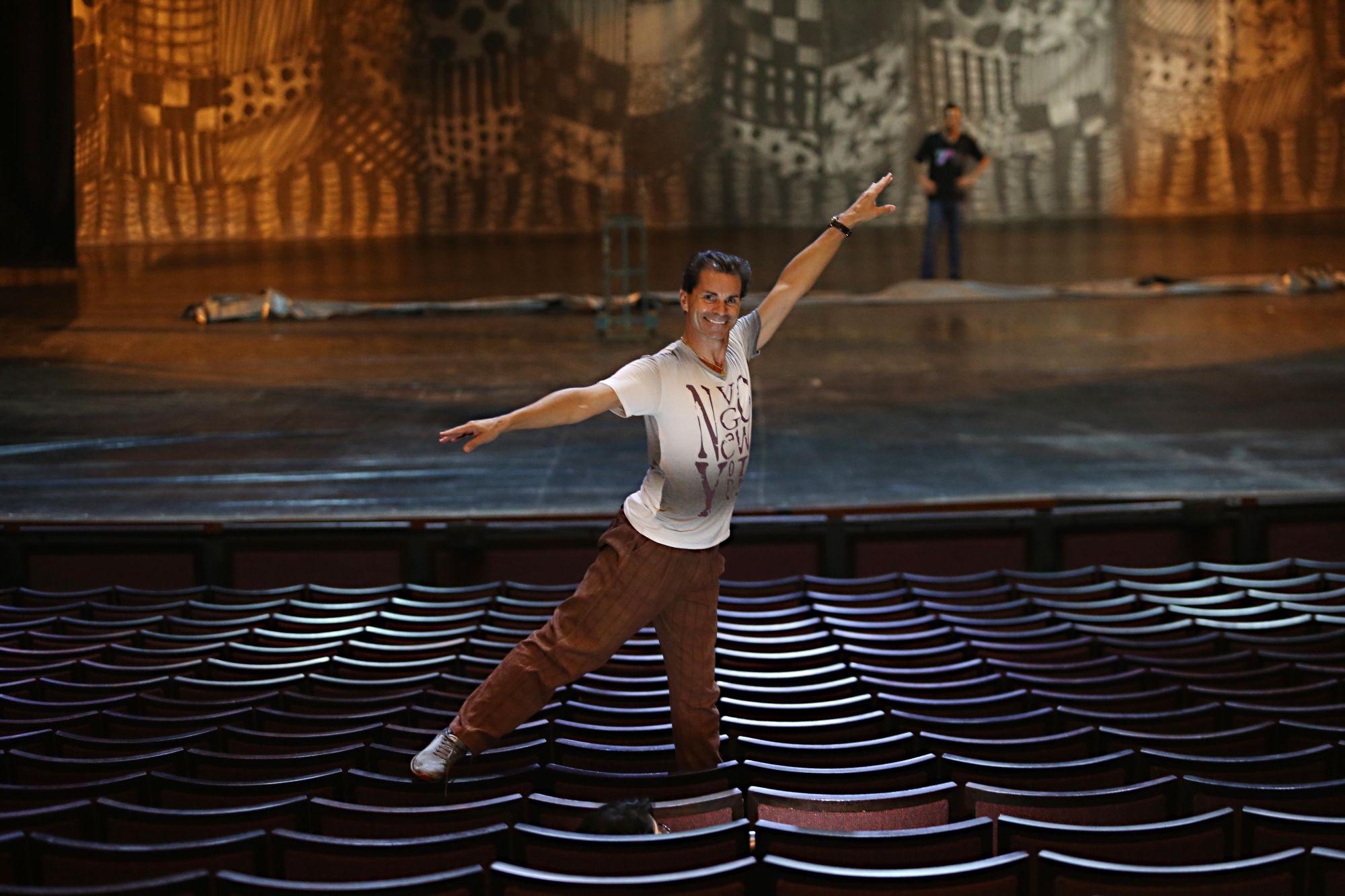 Primeiro-bailarino do Guaíra há 30 anos, Wanderley Lopes se aposenta neste domingo