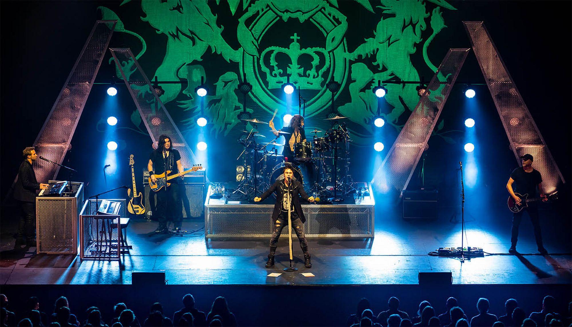 """Tributo oficial do Queen faz show no Guairão e tem """"Freddie Mercury brasileiro"""""""