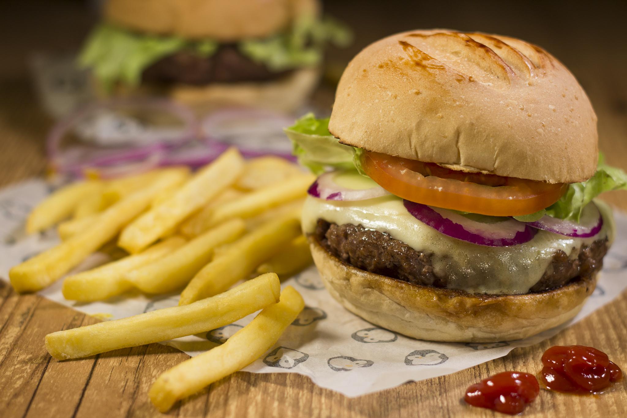Dia Mundial do Hambúrguer: onde comemorar a data com desconto do Clube