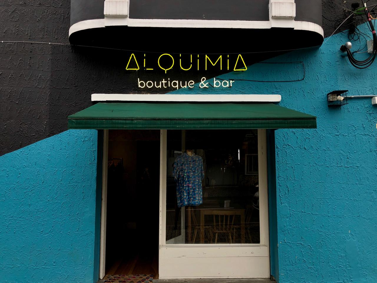 Conheça o Alquimia, novo espaço de drinks, arte e produções locais de Curitiba