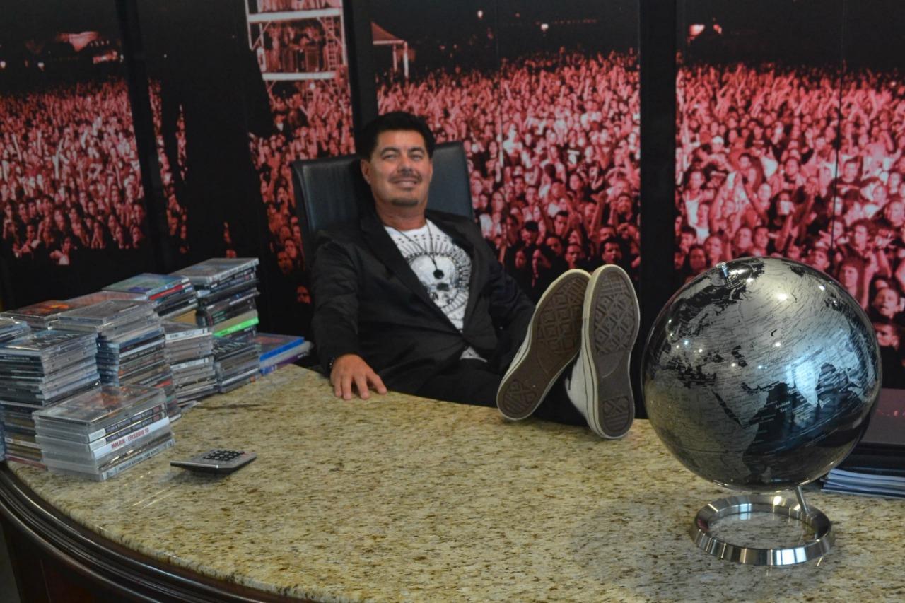 O homem dos 10 mil shows: produtor Paulo Baron faz festa de 30 anos de rock